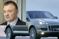 Единоросы ездят на машинах, которые им официально не по карману