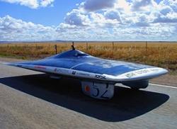 Автомобиль на солнечных батареях побил рекорд скорости