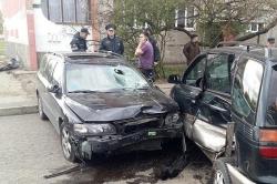 Брест: автомобиль въехал в остановку с людьми