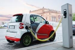 Петербург: право бесплатной парковки получили владельцы электромобилей